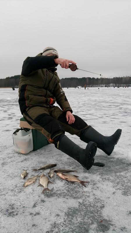 Рыбалка по последнему льду. Большая подборка видео.